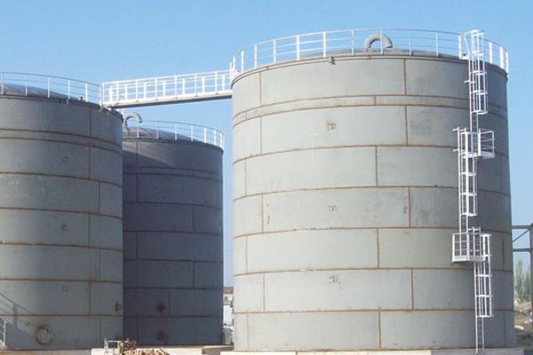 Tanques de almacenamiento de grandes dimensiones